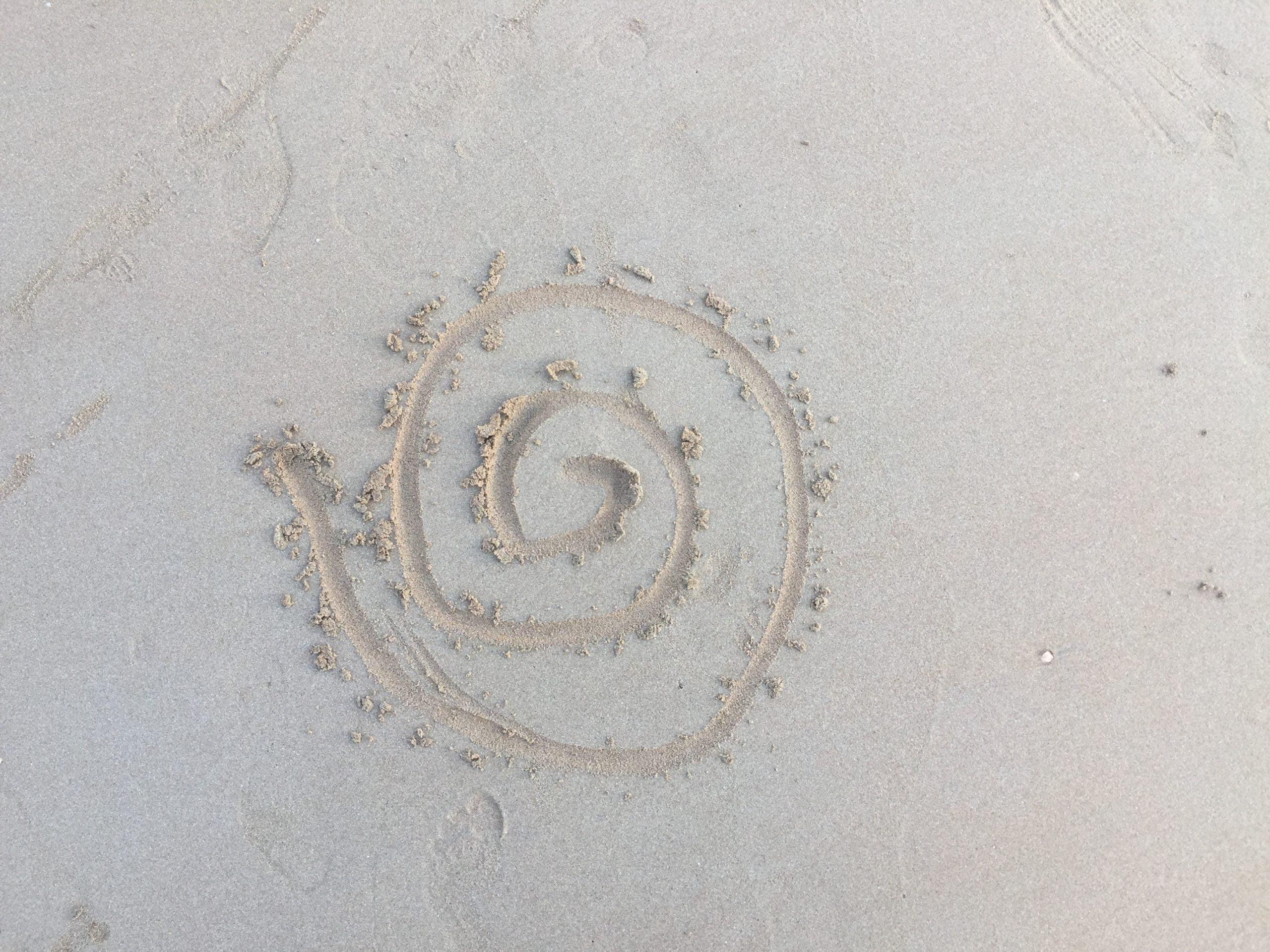 evia yoga solingen symbol veraenderung spirale im sand kontakt